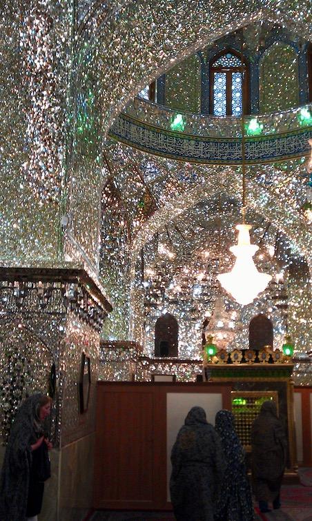 Ali Ibn Hamze Holy shrine : im Inneren Spiegel über Spiegel