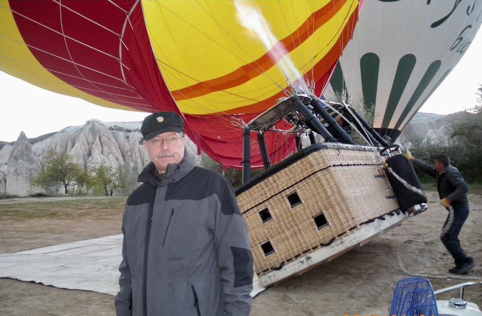 Kappadokien Sehenswürdigkeiten Heißluftballon-Fahrt über die Feenkamine Türkei Start zur Ballonfahrt