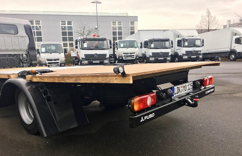 Das Basisfahrzeug Fuso Canter fertig zur Fahrt in die Schweiz
