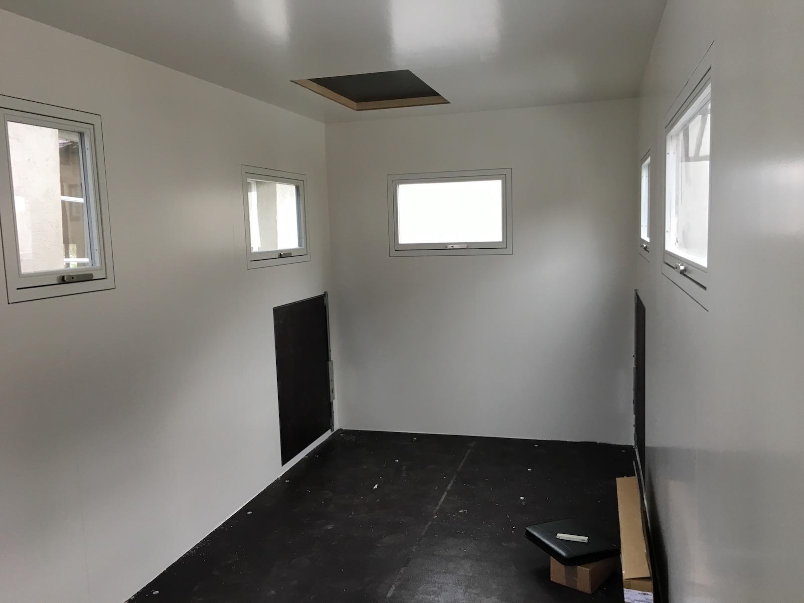 Die Leerkabine innen gestrichen im Wohnmobile
