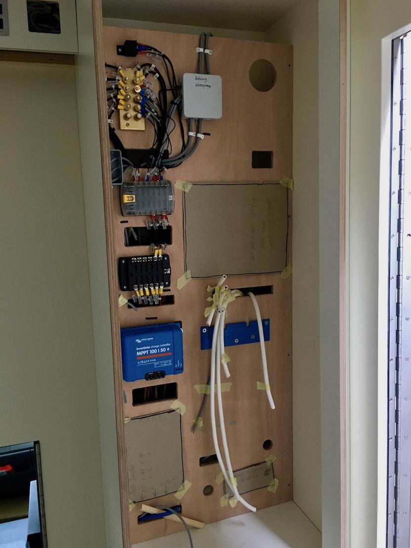 Der Technikschrank Innenausbau von unserem Wohnmobile Mole