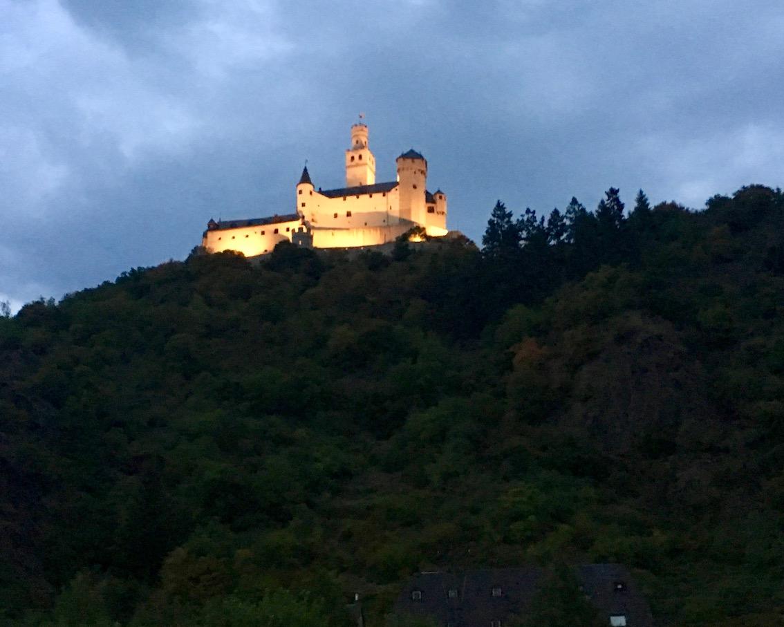 Marksburg  in Braubach bei Nacht