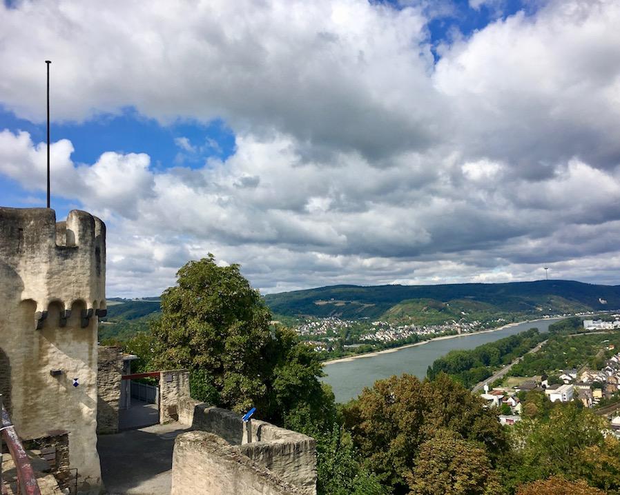 Blick von der Marksburg bei Braubach auf den Rhein