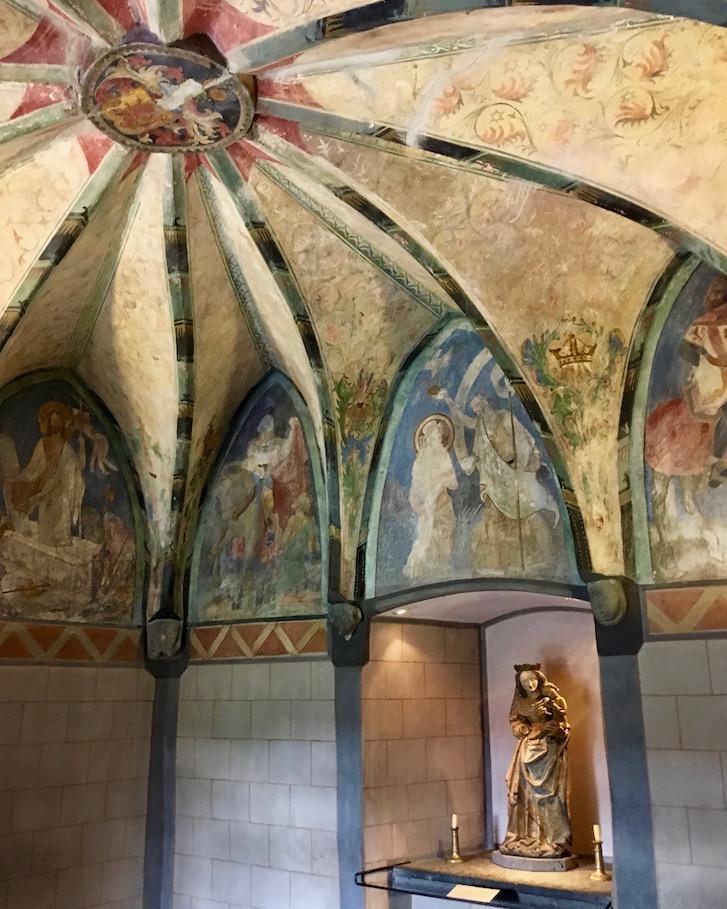 Madonna im Kapellenturm der Marksburg in Braubach am Rhein