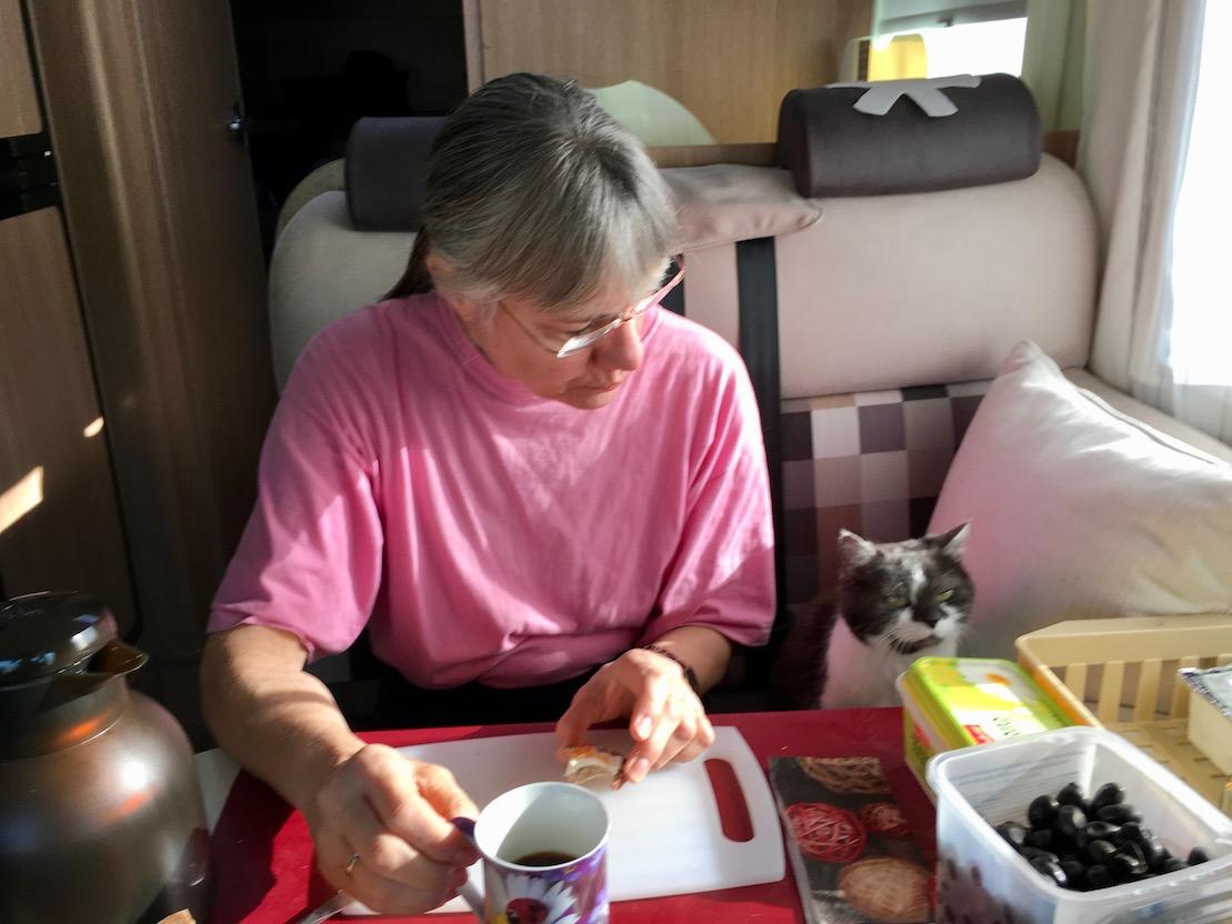 beim gemeinsamen Frühstück