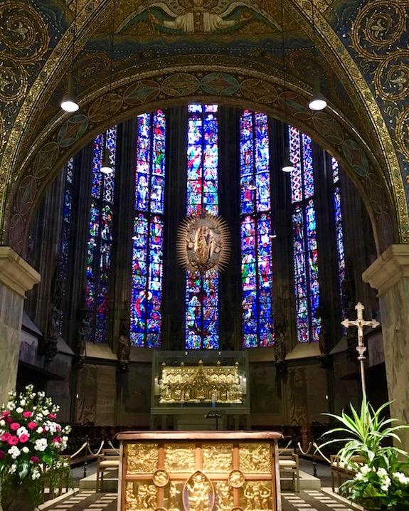 Aachen Aachener-Dom ältestes UNESCO-Weltkulturerbe in Deutschland Hoher-Dom zu Aachen Kaiserdom Aachener-Altstadt Chorraum des Aachener Doms