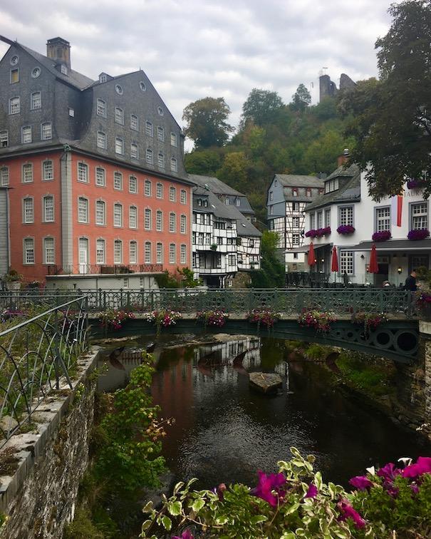 Monschau Historische-Altstadt Eifel-Fachwerk Top-Sehenswürdigkeiten Nationalpark-Eifel Museum Rotes-Haus in Monschau in der Eifel