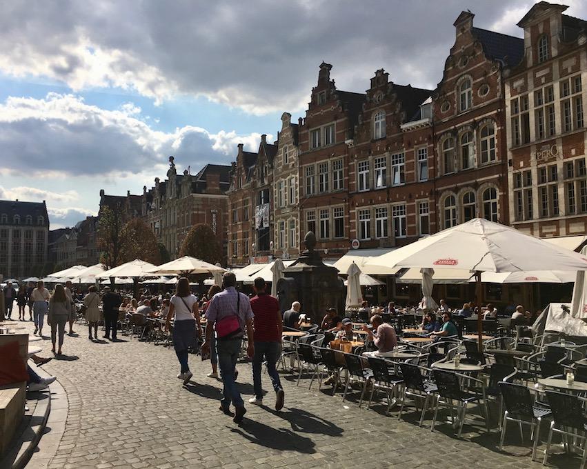 Leuven Löwen Stadt in Belgien Top-Sehenswürdigkeiten Historische-Altstadt Oude Markt in Leuven