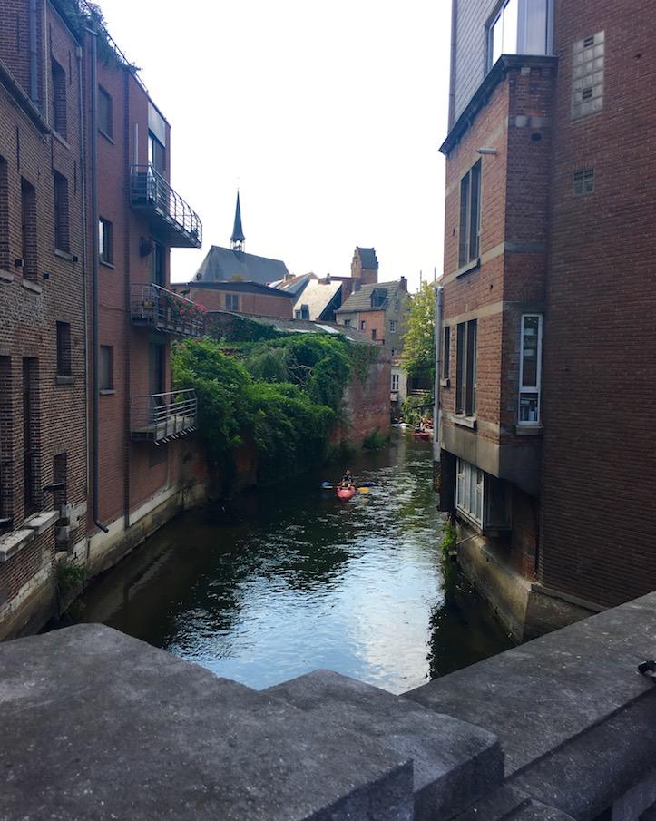 Leuven Löwen Stadt in Belgien Top-Sehenswürdigkeiten Historische-Altstadt Kanufahrt auf der Dijle in Leuven-Belgien