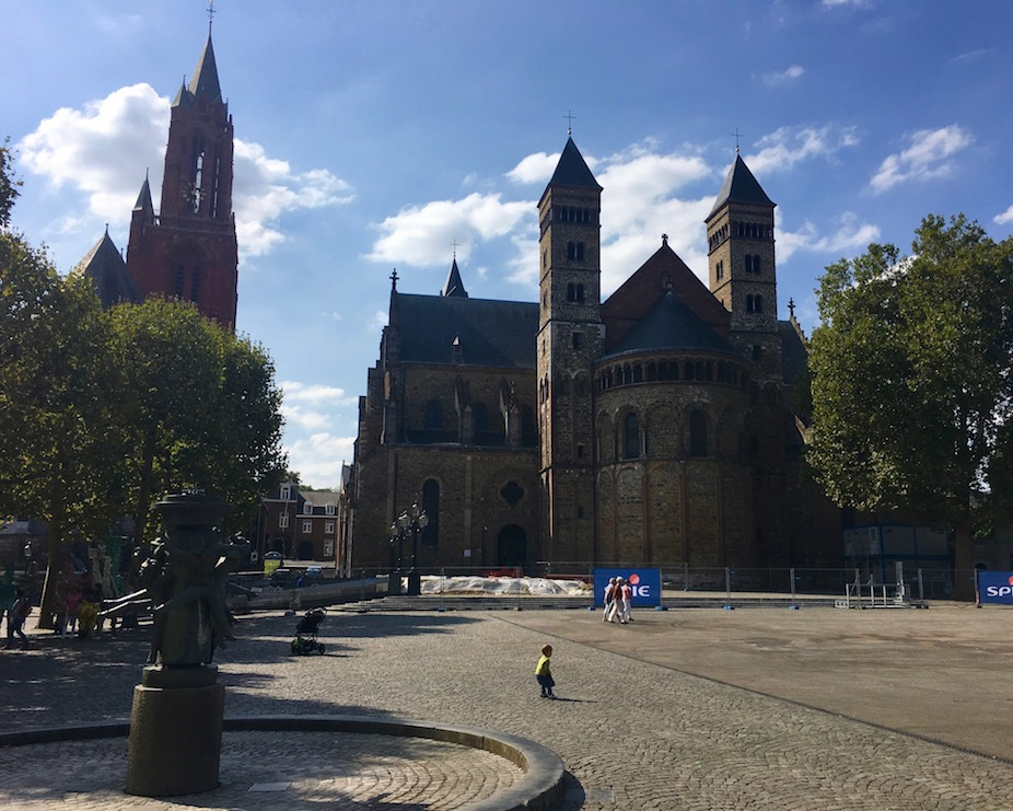 Maastricht Historische-Altstadt Maastricht Niederlande Am Vrijthof mit der Sint Servaasbasiliek in Maastricht-Niederlande