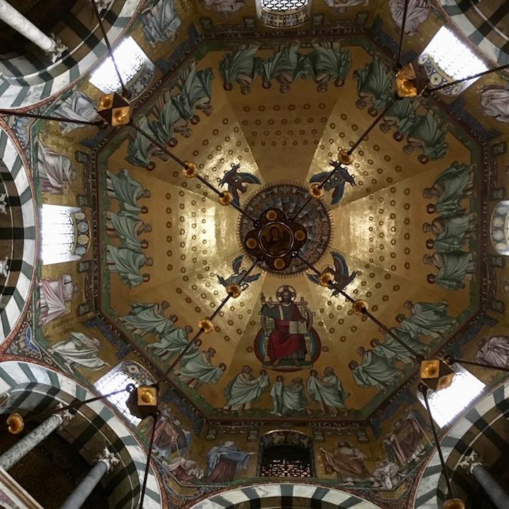 Aachen Kaiserdom Weltkulturerbe Decke im Hauptschiff vom Aachener Dom