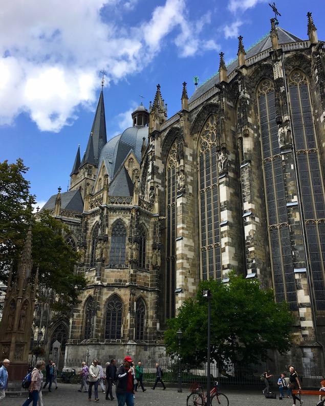 Aachen Aachener-Dom ältestes UNESCO-Weltkulturerbe in Deutschland Hoher-Dom zu Aachen Kaiserdom Aachener-Altstadt Aachener-Dom