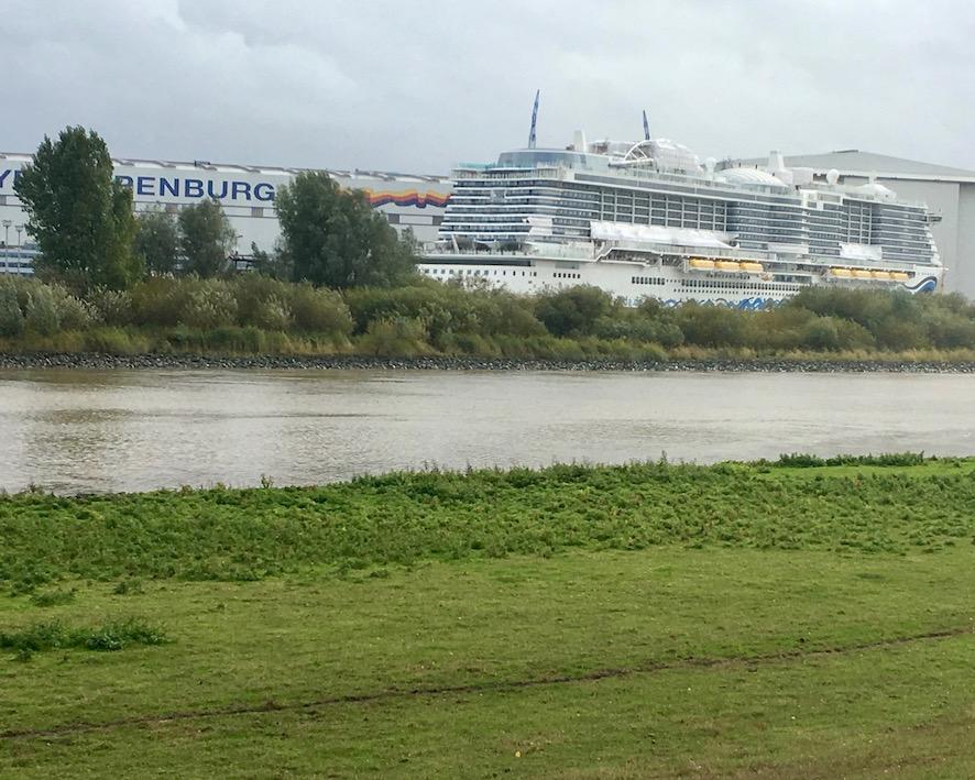 AIDAnova-Werkshafen-Meyer-Werft-Papenburg  vor der Überführung
