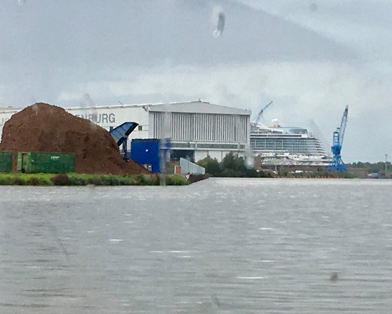 AIDAnova im Werkshafen der Meyer-Werft-Papenburg
