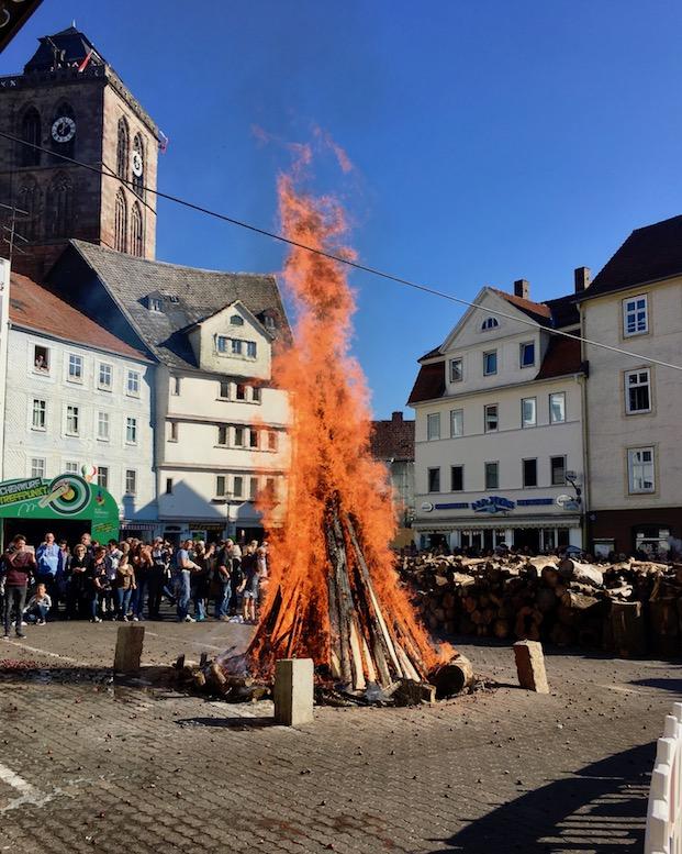 das Lullusfeuer 2018 in Bad Hersfeld brennt