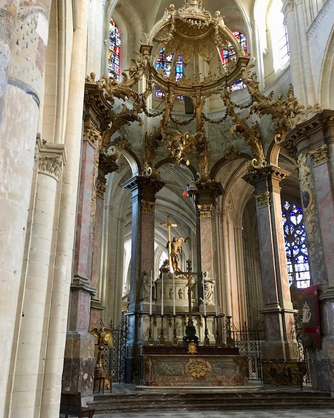 Altarraum der Abbatiale de la Sainte-Trinité in Fécamp Normandie Frankreich