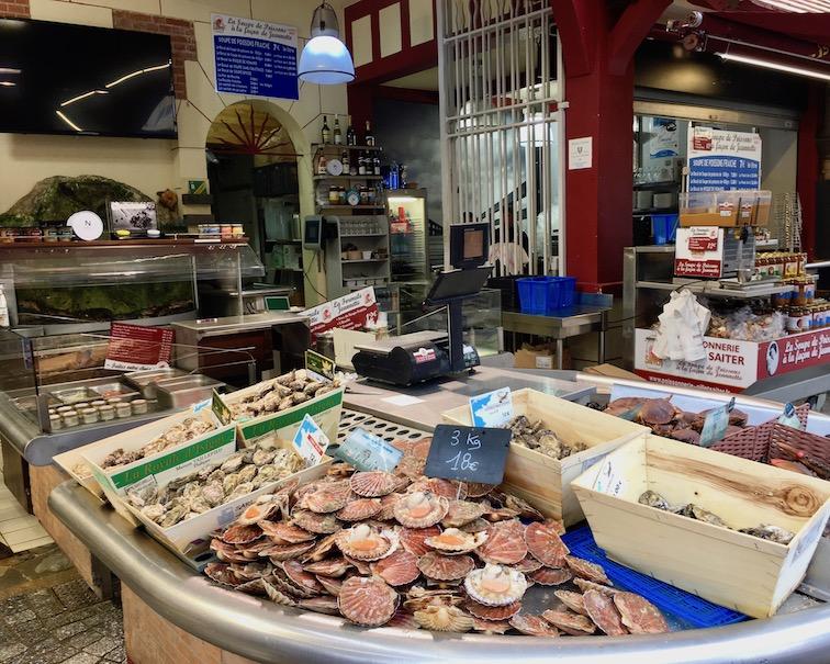 Austern in Fischhalle Trouville-sur-Mer Normandie Frankreich