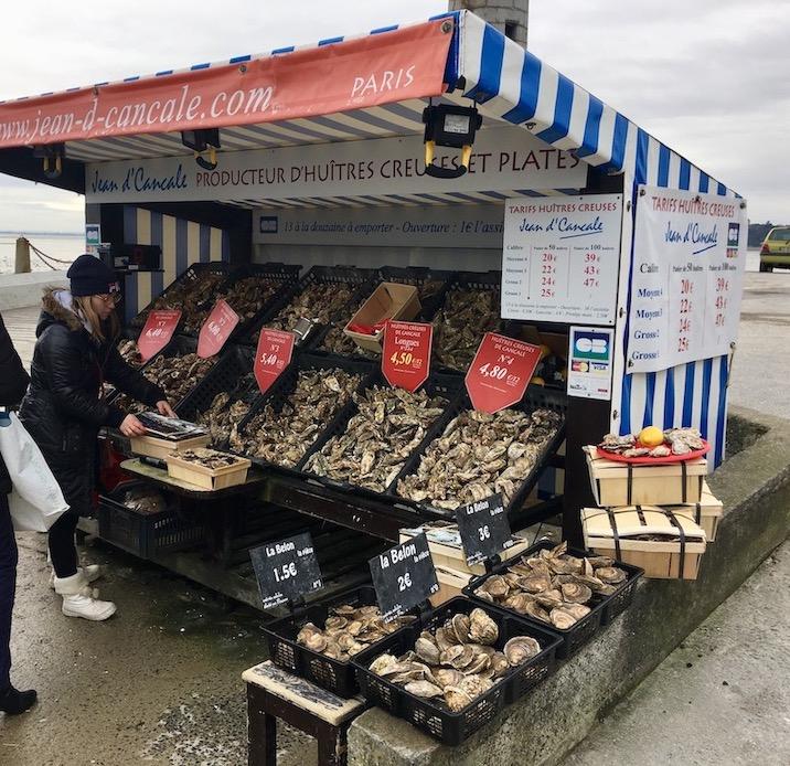 Austernstand in Cancale Normandie Frankreich