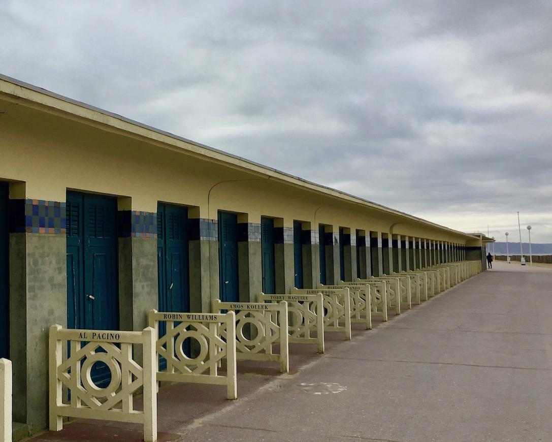 Badehaeuschen am Strand Les Planches Deauville Normandie Frankreich