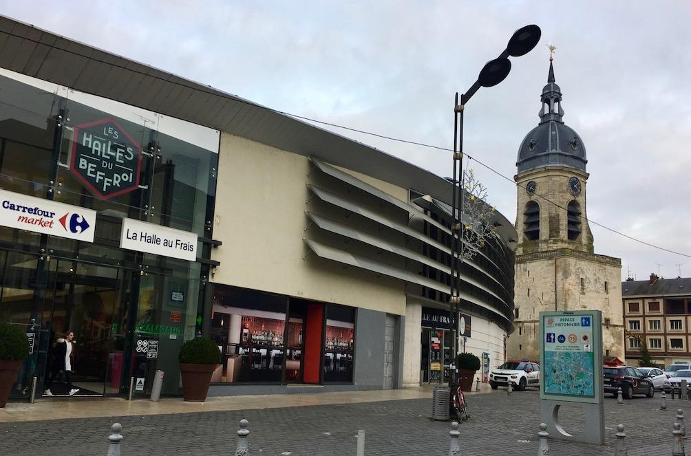 Innenstadt von Amiens Normandie Frankreich Markthallen Belfried Beffroi  Weltkulturerbe