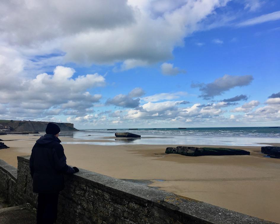 Behelfsmole im Hafen Arromanches-les-Baines Normandie Frankreich