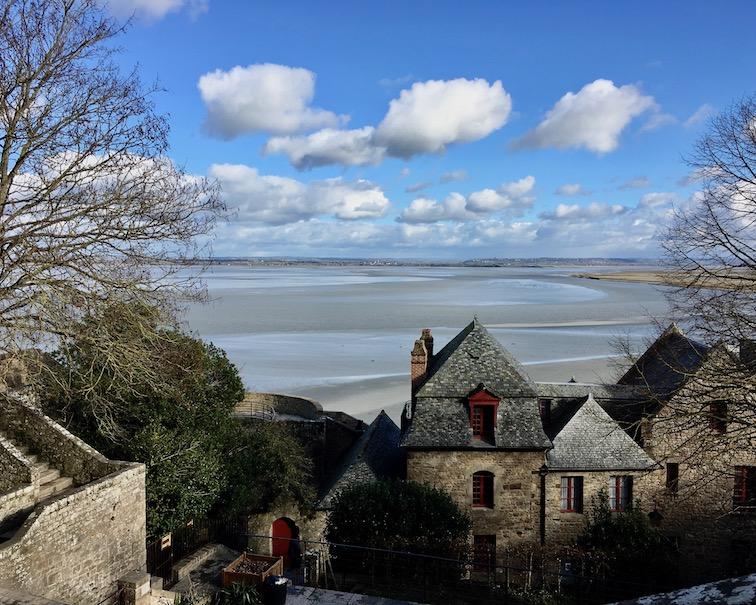 Blick von der Abteikirche Le Mont-Saint-Michel Normandie Frankreich Weltkulturerbe