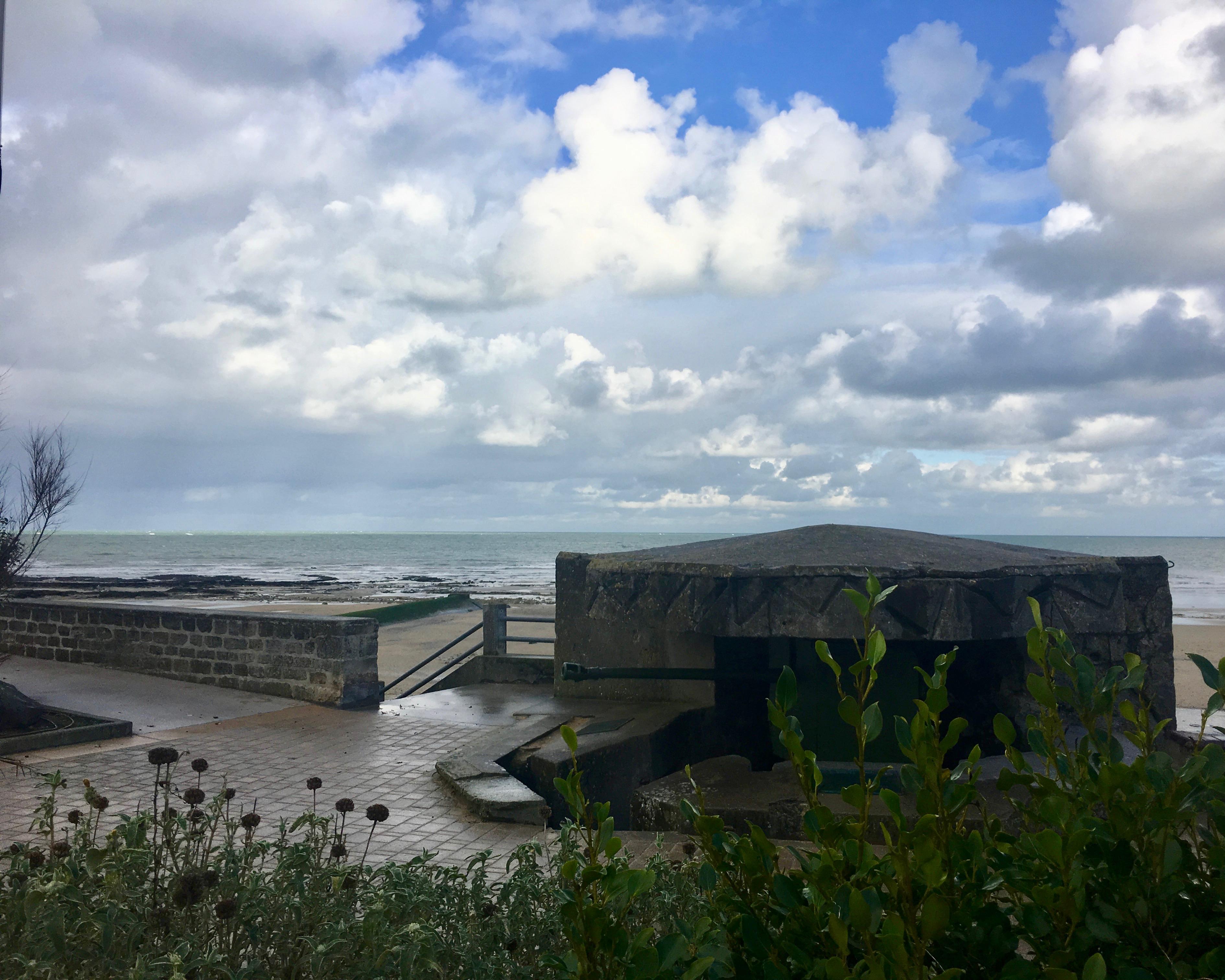 Bunker am Strand von Saint Aubin-sur-Mer Normandie Frankreich