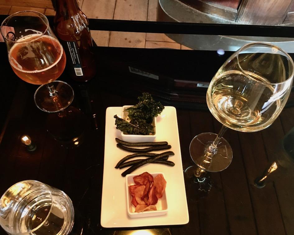 Drinks im Lokal Le Moulin á Vent in Saint-Germain-des-Vaux Cap-La-Hague Cotentin Normandie Frankreich