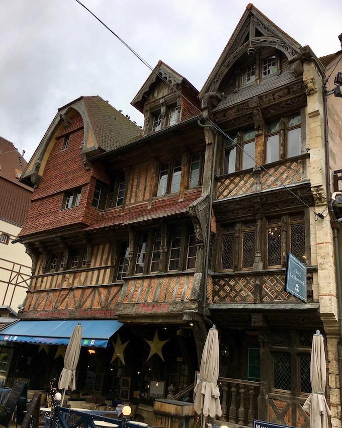 Fachwerkhäuser in Étretat Normandie Frankreich
