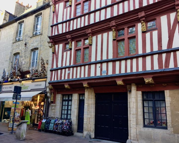 Fachwerkhaeuser in Bayeux Normandie Frankreich