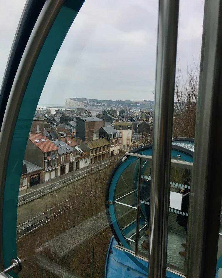 Standseilbahn Funiculaire  an den Kreidefelsen in Le Tréport Blick aus Funiculaire auf  Quartier Les Cordier Le Tréport Normandie Frankreich