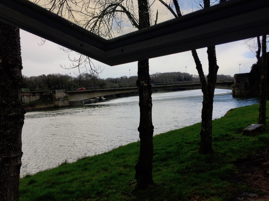 Flut rechts vom Mole Tréguier Bretagne Frankreich