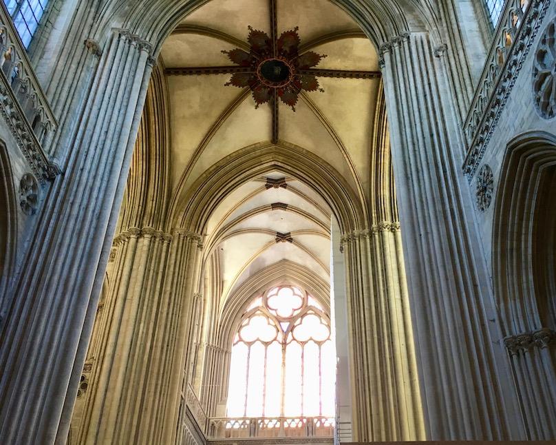 Innenraum Kathedrale Notre-Dame-de-l'Assomption von Bayeux Normandie Frankreich