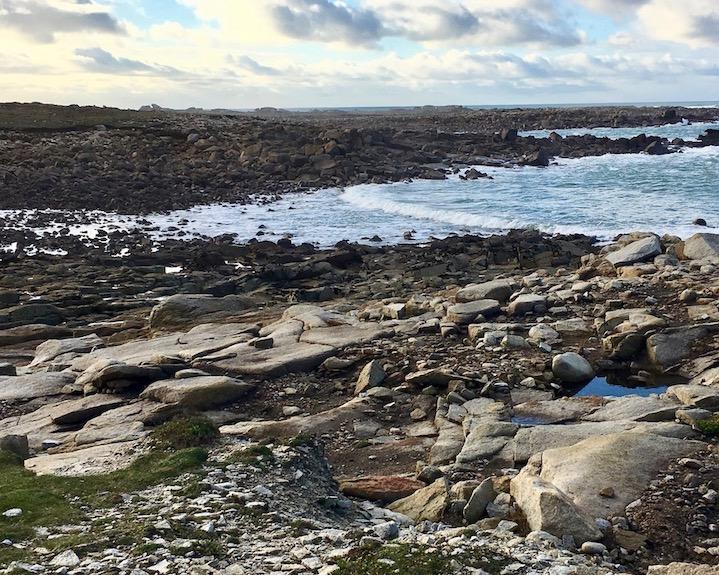 Passage die Flut kommt bei Ile Grande La-Côte-de-Granit-Rose Bretagne Frankreich