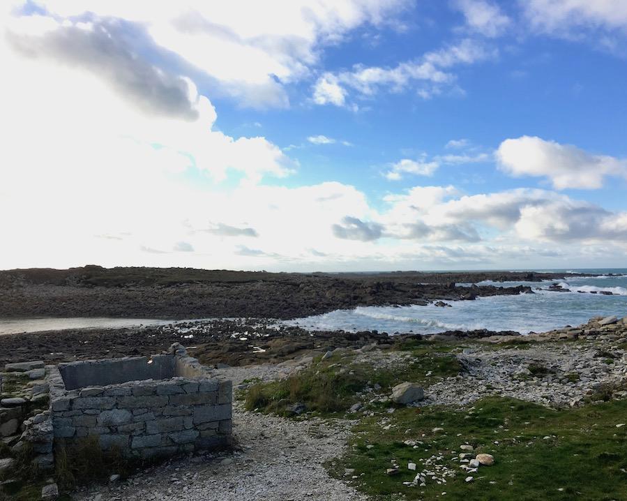 Passage zur unbewohnten Insel bei Ile Grande La-Côte-de-Granit-Rose Bretagne Frankreich