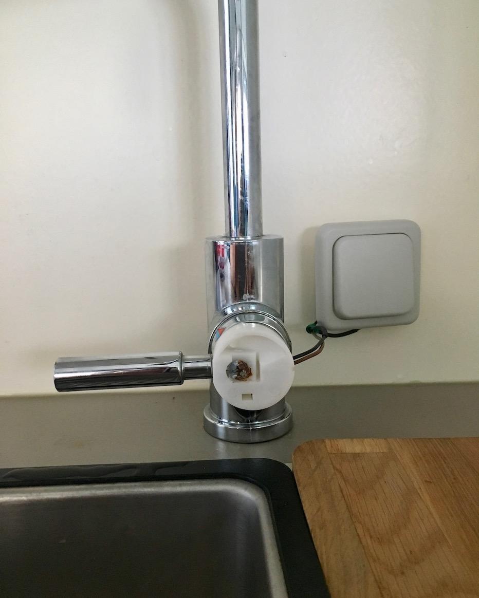 Wasserhahn mit Schalter