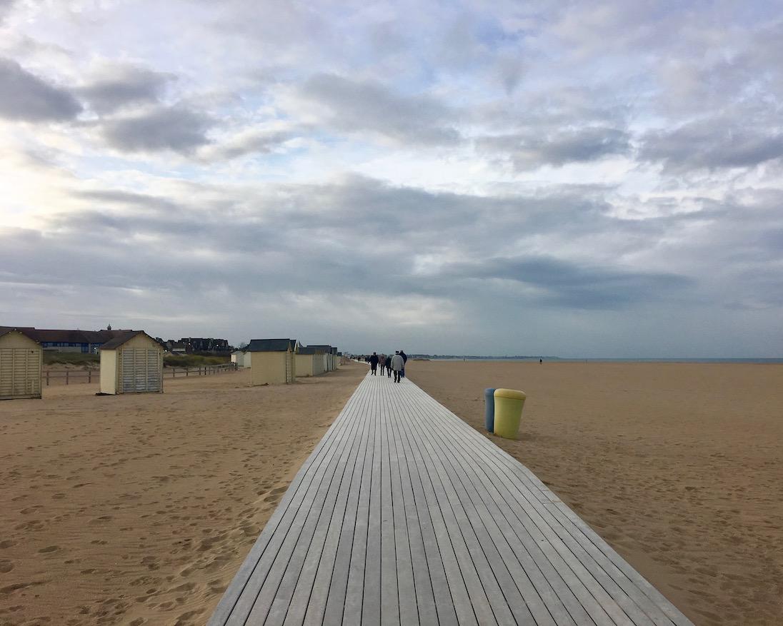 Strandpromenade von Ouistreham Normandie Frankreich