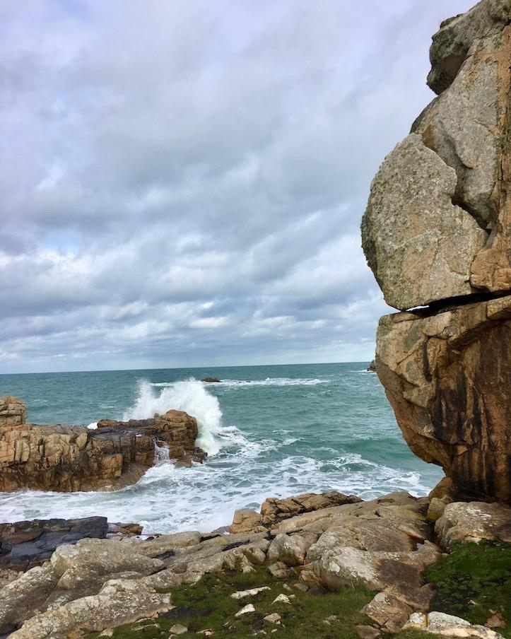 wildes Meer La-Côte-de-Granit-Rose  Plougrescant Bretagne Frankreich Rosa-Granitküste