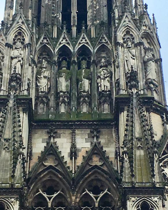 Fassadenausschnitt Kathedrale Notre-Dame von Reims Bretagne Frankreich Weltkulturerbe
