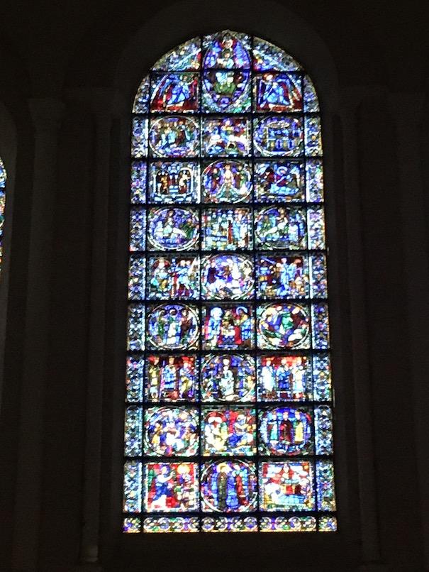 Glasfenster-Titel Das Leben unseres Herrn an der Westfassade Kathedrale Notre-Dame Chartres Frankreich