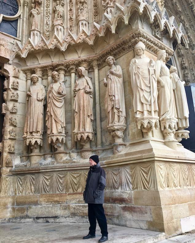 Linkes Eingangsportal der Kathedrale Notre-Dame von Reims Bretagne Frankreich Weltkulturerbe