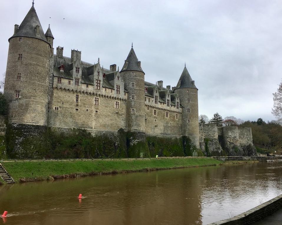 Schloss Josselin über dem Fluss  L'Oust Bretagne
