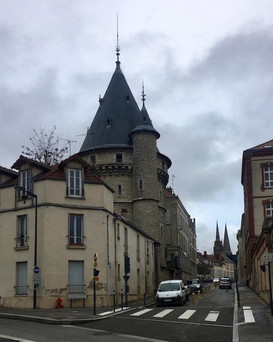 zur Kathedrale Notre-Dame in Chartres Bretagne Frankreich