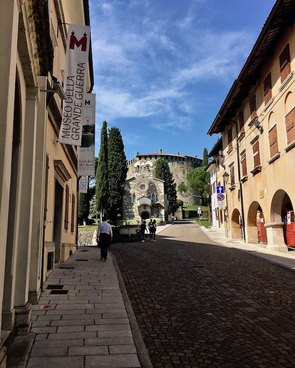 Auf dem Weg zum Schloss von Görz