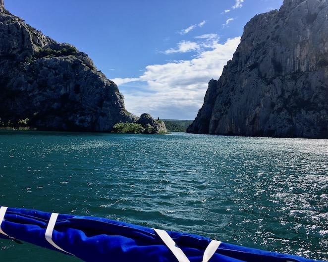 Krka-Wasserfälle Nationalpark-Krka Skradin Kroatien Die Krka mit dem Boot Flußabwärts