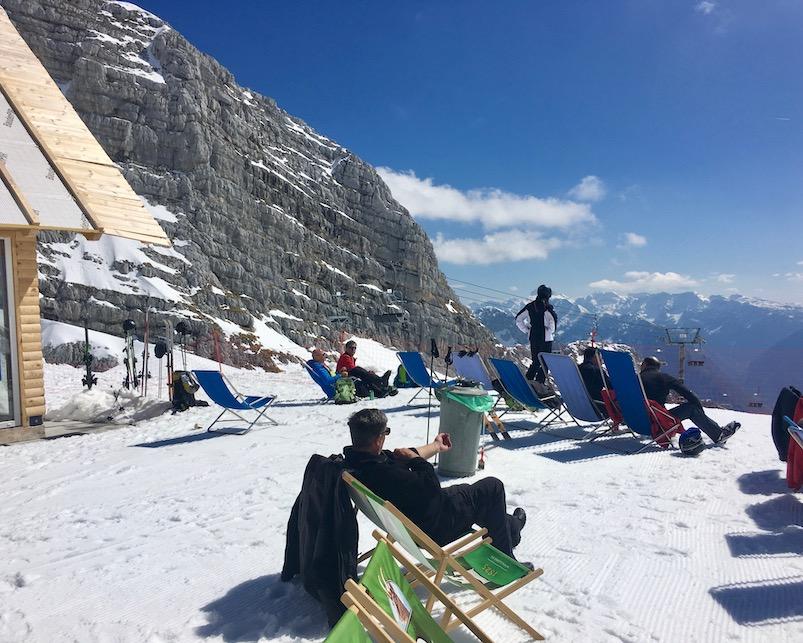 Kanin Ski Bum Bar und Pub Sonnenterasse