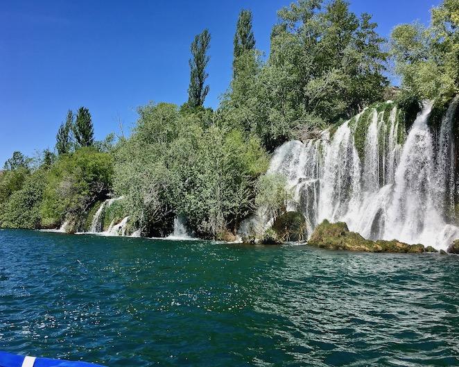 Krka-Wasserfälle Nationalpark-Krka Skradin Kroatien direkt vor dem Roski-Slap Wasserfall