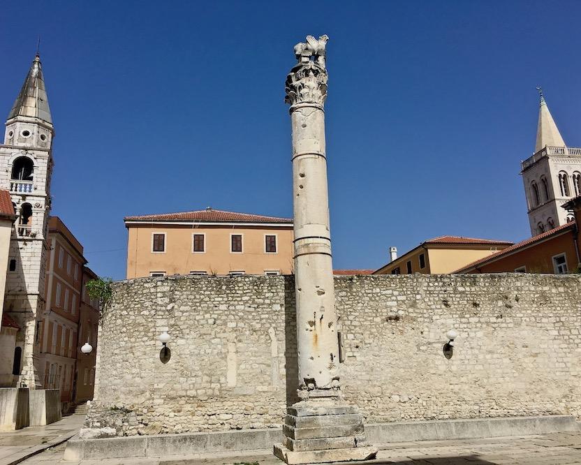 Zadar Altstadt Dalmatien Kroatien Säule der Schande im Forum Zadar Kroatien