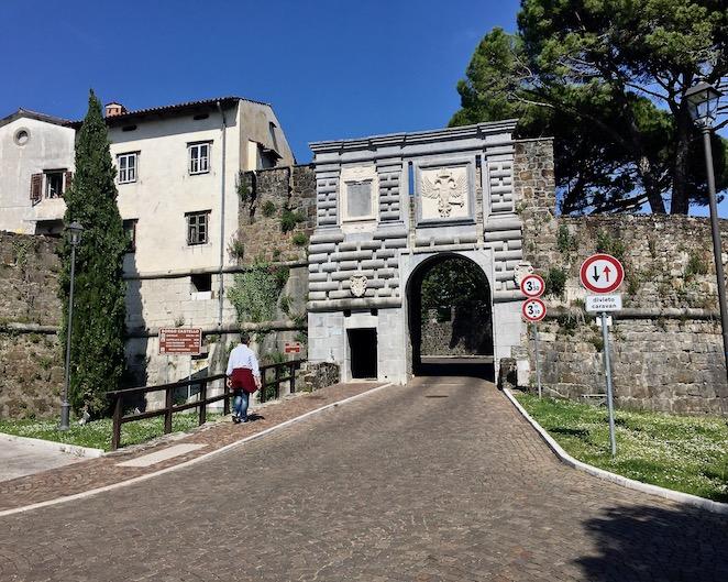 Schlosstor vom Görzer Schloss