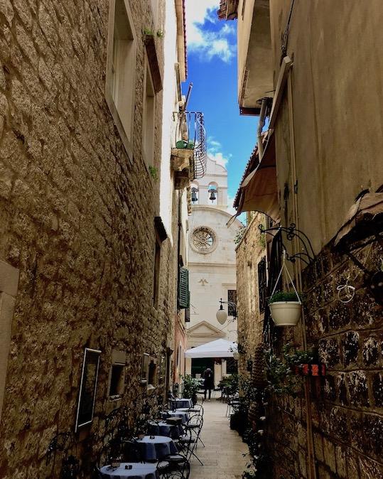 Sibenik Altstadt am Fluss Krka Adriaküste Kroatien Schmale Gassen in der Altstadt von Sibenik